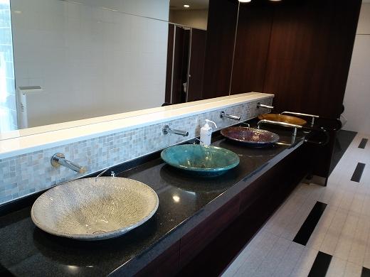 1億円のトイレ手洗い.jpg