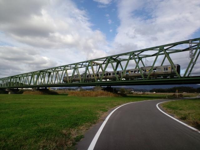 5.鉄橋を渡る電車.jpg