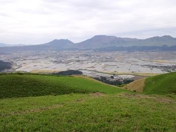大観峰から根子岳、高岳、中岳を望む.JPG